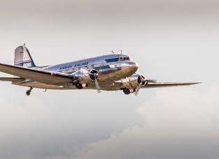 dc-3-dakota-c-47-simulator-commercial-vintage-aircraft-pilot